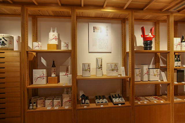 Inside Hachikura - Origata Gift wrapping central!