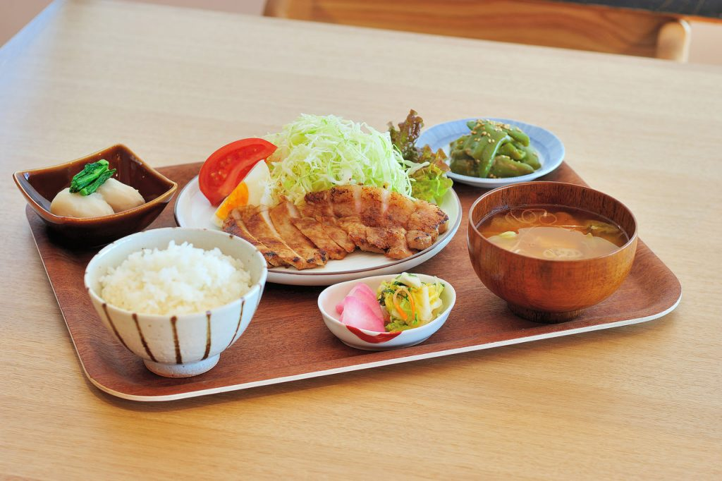 An example of the lunch set for guests visiting the Hakkaisan Company Cafeteria.